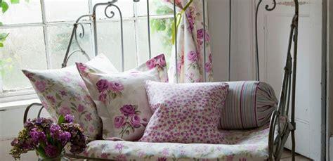 trasformare un letto in un divano come trasformare un letto in ferro battuto in due divani