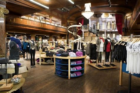 clothing shop interior design room decorating ideas