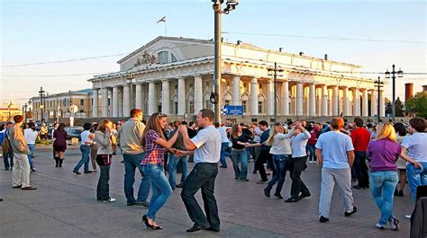 moscow to st petersburg trips to moscow tours to st petersburg package holidays