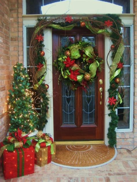 7 Front Door Christmas Decorating Ideas Hgtv Front Door Garland