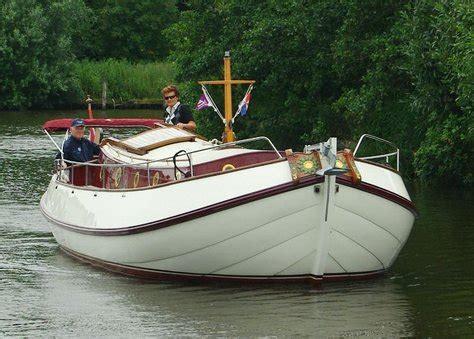 motorboot geschikt voor waddenzee motoraak lepelaar huur en verhuur platbodem zeiljachten