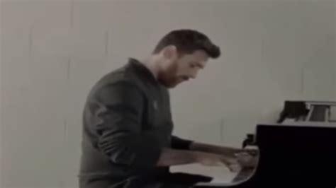 toca el piano interpreta la verdad detr 225 s del v 237 deo de messi tocando el piano
