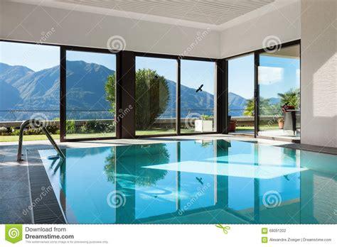 piscina interna casa casa piscina interna foto de stock imagem 68091202