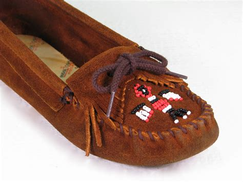 minnetonka beaded moccasins vintage minnetonka moccasins beaded thunderbird loafers