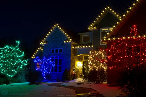 3 reasons to hire a professional for your christmas lights