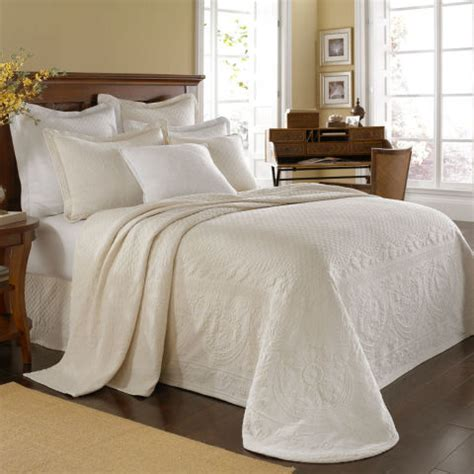 maltese coverlet sets 10 best matelass 233 coverlets and bedspreads in 2018 chic