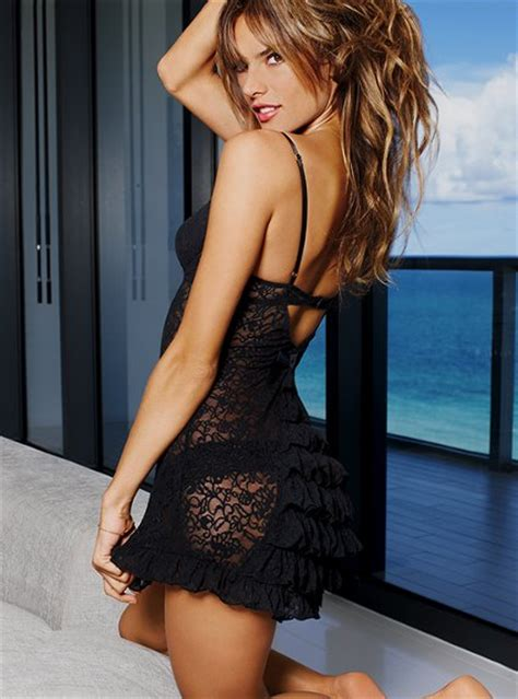 7 Gorgeous Valentines Day Gifts From Victorias Secret 7 gorgeous s day gifts from s secret