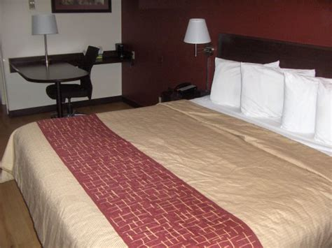 the room st louis the room picture of roof inn plus st louis forest park hton avenue louis