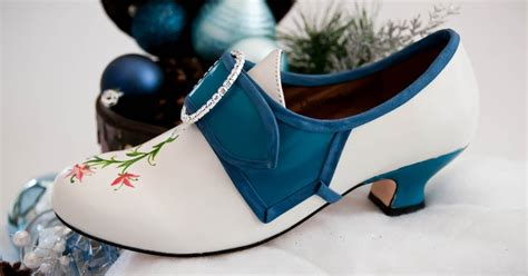 angelus paint manchester shoe to do of the week blue and white flowery bits
