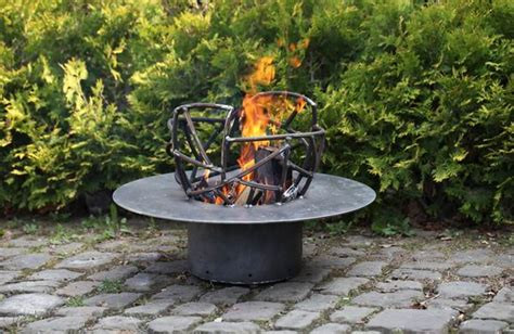 feuerschale terrasse feuerschale aus stahl wundersch 246 nes gartenfeuer f 252 r