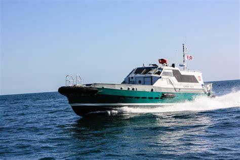 fast crew boats crew boat surfer 19000