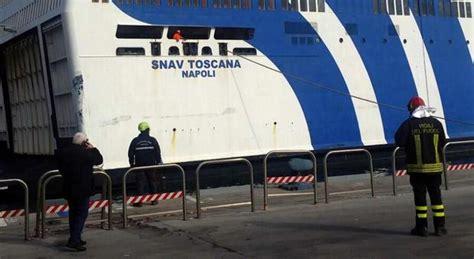 come entrare nella capitaneria di porto palermo traghetto in fiamme nel porto 180 persone a