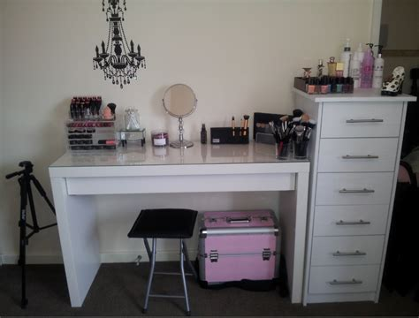 Diy Makeup Desk 1000 Images About Makeup Organishing Beautifying On Pinterest