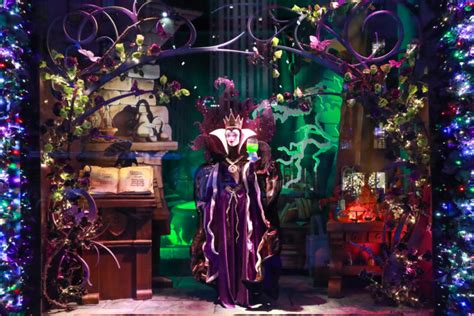 saks  avenue  york  disney unveil snow white