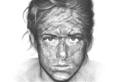 imagenes realistas ejemplos una artista hace dibujos realistas utilizando solo
