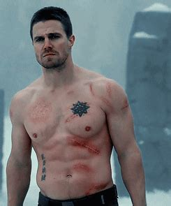 oliver queen tattoo chinese 10 best tv shirtless performance gif triskell social news