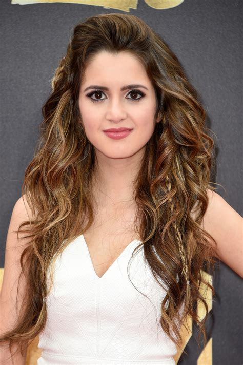 laura marano short wavy cut short hairstyles lookbook laura marano teased laura marano looks stylebistro