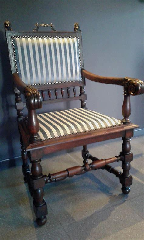 antieke stoel met biezen zitting afgewerkte antieke stoel stoffering limpens verstuyft