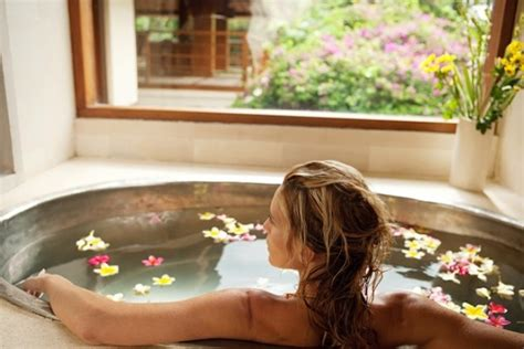 Detox Bath For Aches by The Diy Detox Bath A Home Spa Day And Soak Away