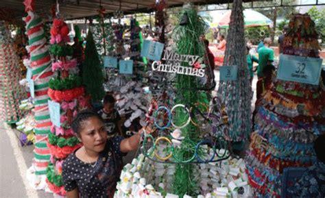 cara membuat pohon natal daur ulang membuat pohon natal besar dari barang bekas pohon natal