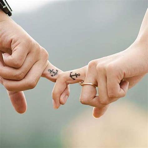 couple tattoo on finger couple finger anchor tattoos 231 apa 231 ift d 246 vmeleri 199 apa