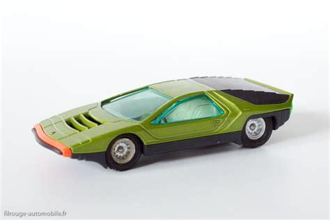 une voiture une miniature filrouge automobile