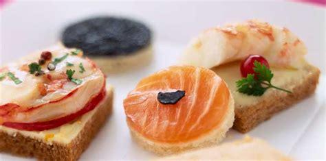 canap駸 sal駸 froids assortiment de toasts ap 233 ro facile et pas cher recette