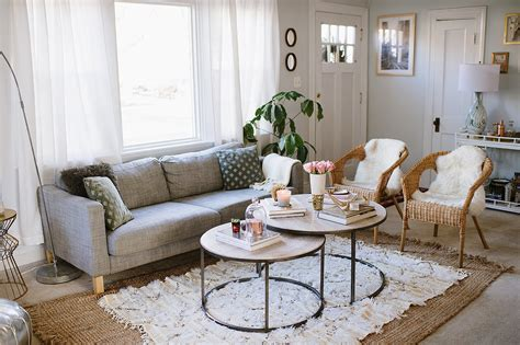decorating a rental home the 10 commandments of rental decor the everygirl