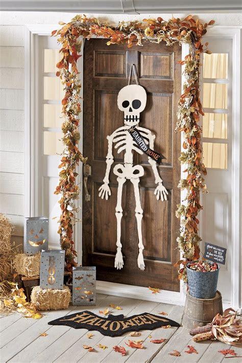 mind blowing halloween door decoration ideas gravetics