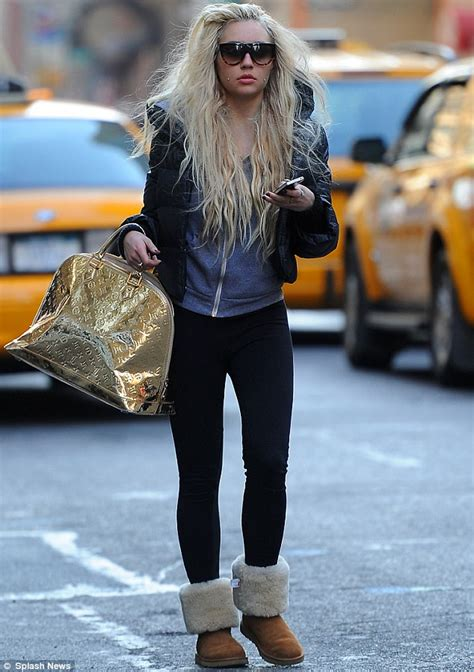 amanda bynes day walk with new hair photo amanda bynes goes in search of a hat as she struggles to hide scruffy hair extensions