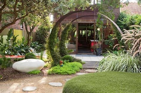 Make Your Small Gardens Designs Fresh And Beautiful Small House Garden Ideas