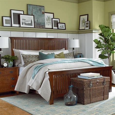 arts and crafts style bedroom furniture arts and crafts bedroom picture rail decor ideas