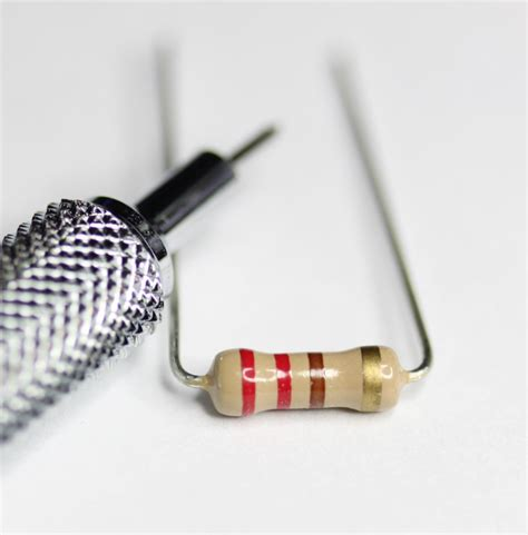 220 resistor colour newbiehack resistors 220 ohm quarterwatt through