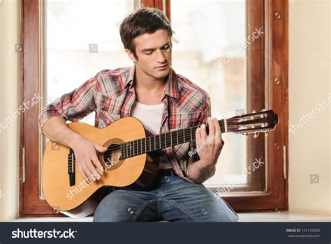 who is the guy that plays guitar and sings on the new direct tv commercials men playing guitar handsome young men stock photo