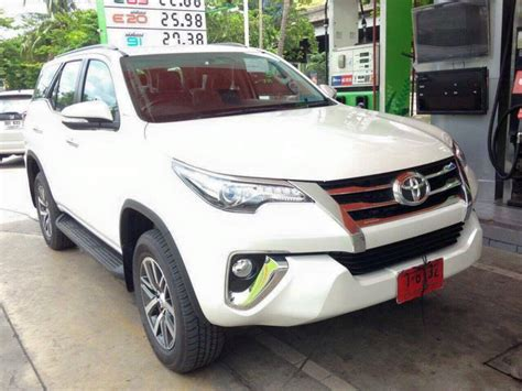 Murah Garnish Crrom Stopl Fortuner spyshots all new 2016 toyota fortuner spotted at fuel station in thailand auto news carlist my