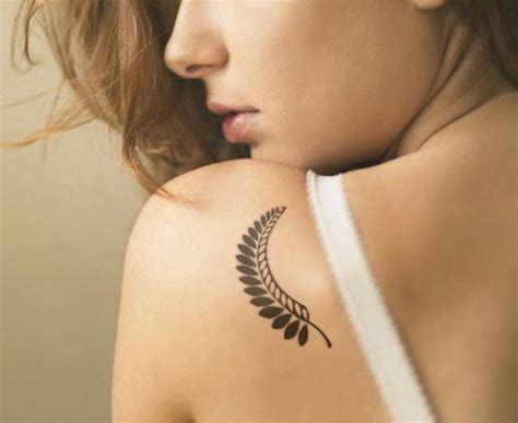 59 daring but cute leaf tattoo designs