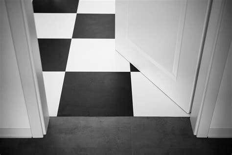 pavimenti a scacchi pavimento a scacchi bianco e nero curiosit 224 e tecniche