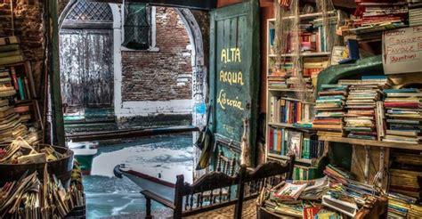 acqua alta libreria librer 237 a acqua alta venecia 191 qui 233 n te lo ha contado