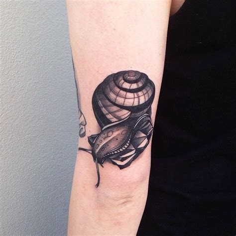 snail tattoo snail by pari corbitt ink of the non rorschach