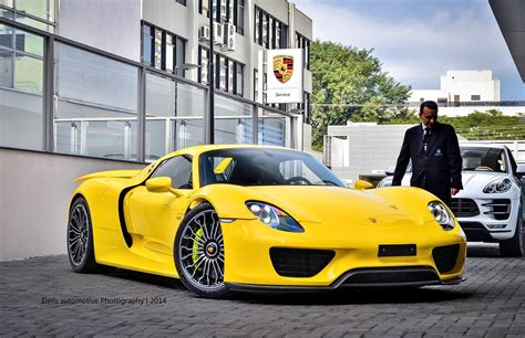 Porsche 918 Spyder Yellow