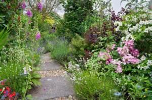 Uk Garden Flowers Cottage Garden Flower Border In Suffolk Uk Flow Flickr