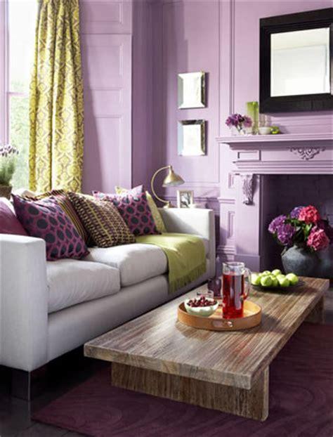desain segar ruang tamu minimalis nuansa ungu