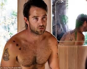 chris sullivan voice over australian actor sullivan stapleton seriously injured