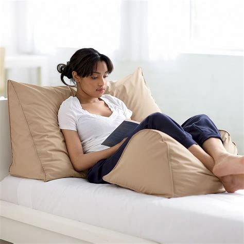 Bed Pillow For Reading by 25 Unique Wedge Pillow Ideas On Bed Wedge