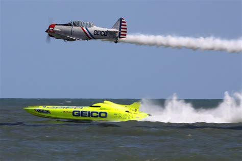 geico boat geico skytypers lead solo pilot steve salmirs races the