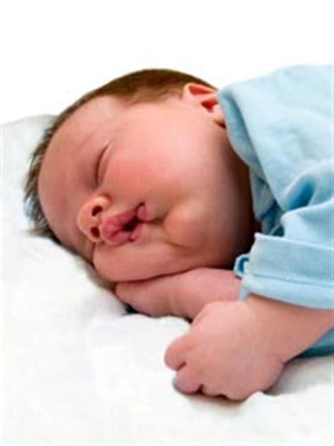 neugeborene schlaf einschlafhilfe f 252 r neugeborene tipps f 252 r den besseren