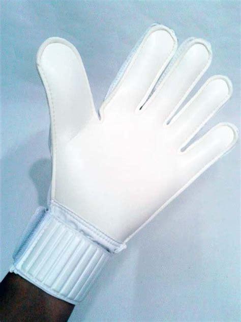 sarung tangan kiper umbro geometra cup glove sulphur