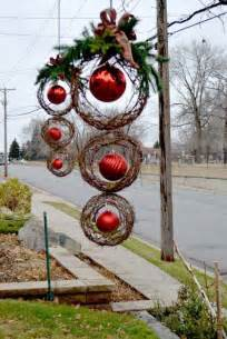 Outdoor Christmas Ornaments by 25 Top Outdoor Christmas Decorations On Pinterest Easyday