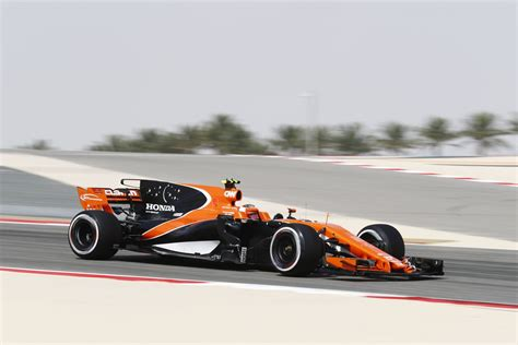 Tshirt Kaos Mc Laren International mclaren formula 1 2017 bahrain grand prix free practice