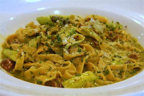 come cucinare gli asparagi con la pasta ricetta pasta con asparagi e funghi ricette di buttalapasta